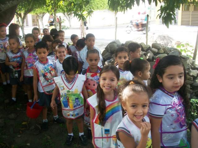 As Turminhas do Colégio O Saber prestando uma homenagem ao dia Mundial Do Meio Ambiente