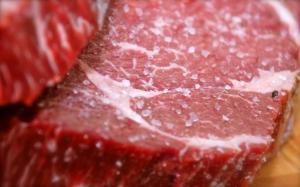 Composto químico da carne vermelha pode causar doença cardíaca